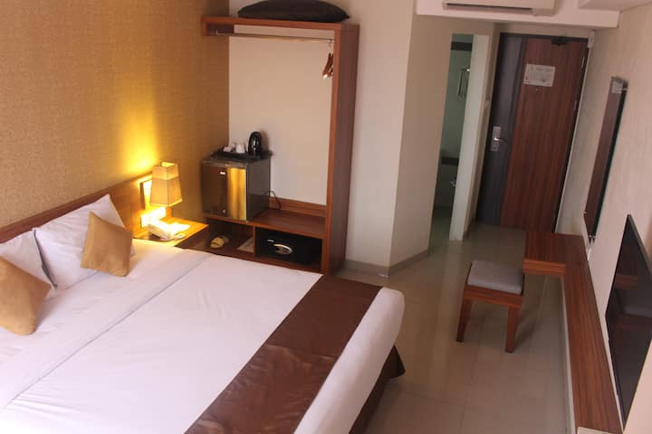 Deluxe Room behind Mall Galeria Near UGM