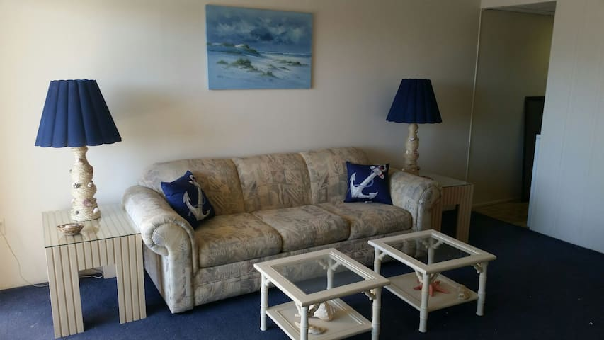 Newly updated, Ocean block, 1 bedroom sleeps 5. - Ocean City - Apartment