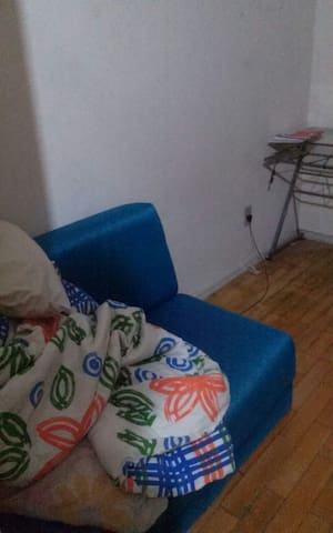 Apartamento antigo, melhor bairro. - Porto Alegre - Apartment