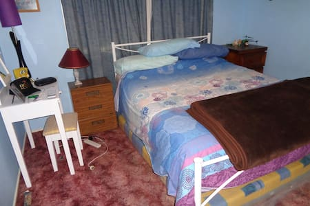 Blue Room in Family Home - Unanderra