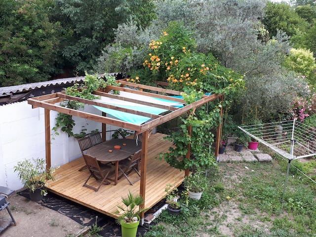 Chambre privée dans maison de ville avec jardin
