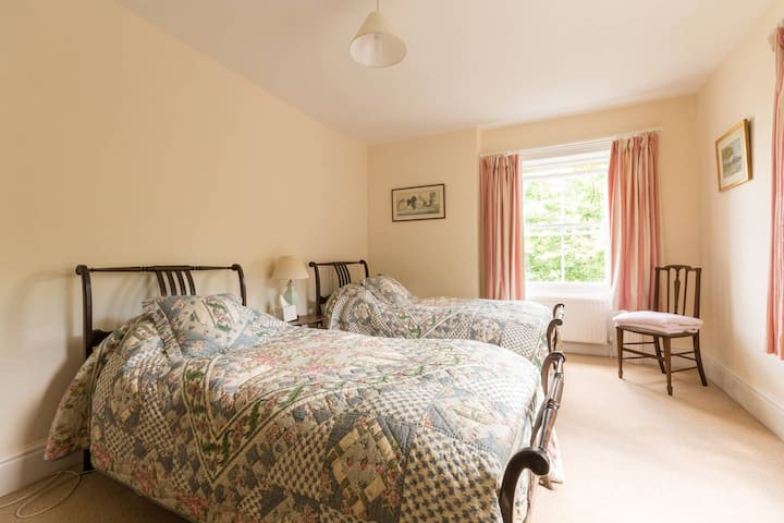 Twin Bedroom  In the Cotswold Countryside - Wotton-under-Edge - Casa