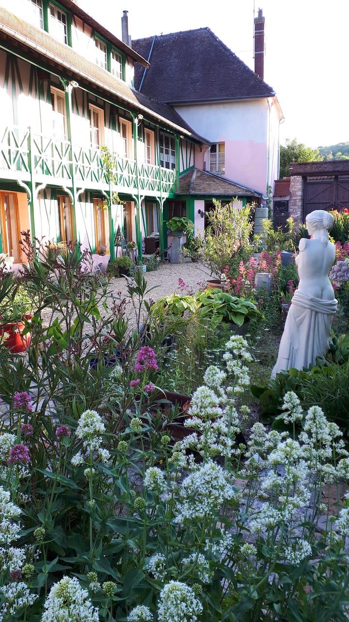 La maison rose dans le jardin des merveilles