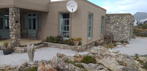 Klipwerf. Betty's Bay.  350m to the beach!