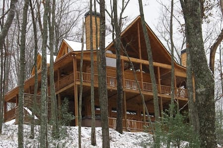 Beautiful & Luxurious 4 King Master Suite Cabin