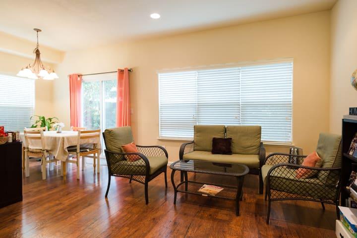 Modern, Pristine & Sunny Room (Females only) -#2