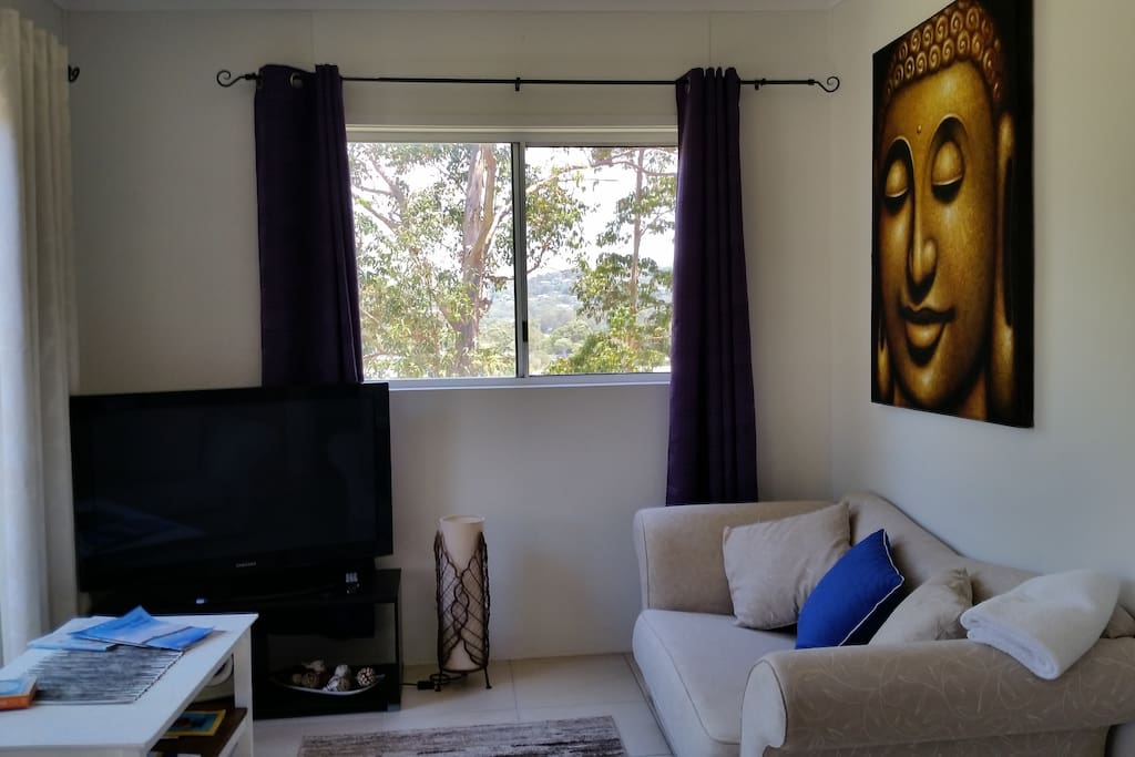 Light and Airy Lounge with 2 sofas,TV,FREE unlimited WIFI