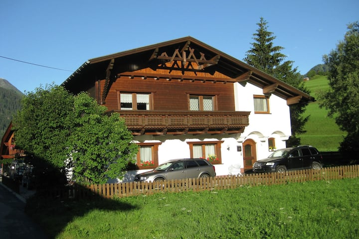 Cómodo apartamento cerca de la estación de esquí de Arlberg en Tirol