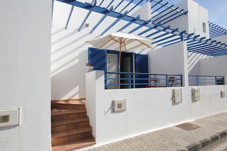 Casa Nenita next to the dunes in Caleta de Famara - Teguise - Haus