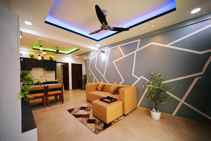 """""""Bluebell"""" Premium Serviced Apartment with Balcony"""