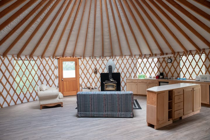 Garden themed room with Yurt access