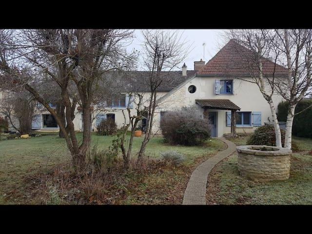 Grande maison avec vue sur l'Yonne - Auxerre - Ev