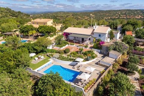 Quinta Picota, met zwembad en zicht op de kust