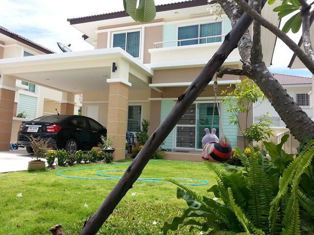 Srithepthai parkville home