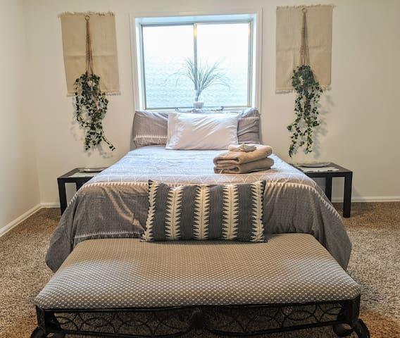 Spacious, Peaceful Basement - 2 Bedroom & Bathroom