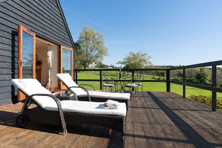 Countryside barn with views, Crowhurst Battle