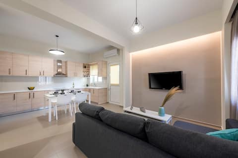 Fofi's  Elegant Home/ Fully renovated