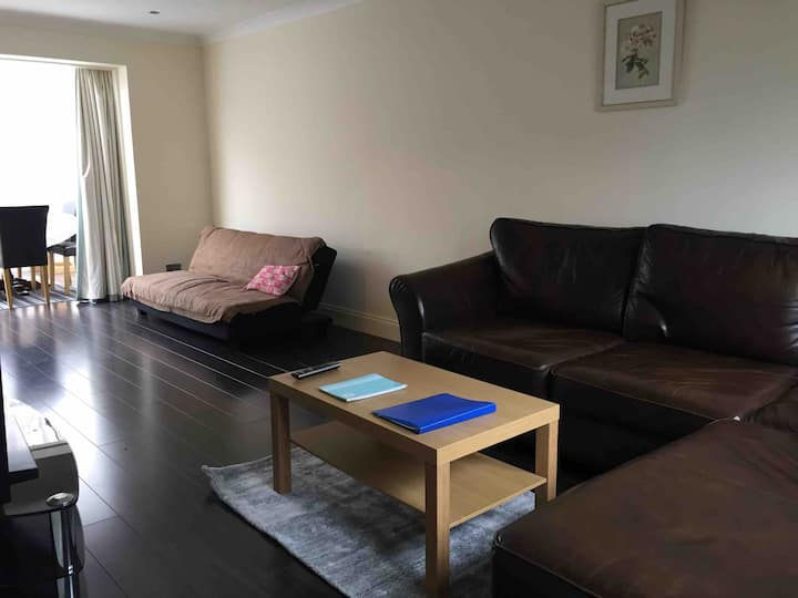 The Hollies Accommodation: London, Sidcup +parking