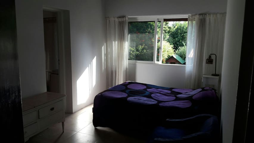 Habitacion en suite con cama doble - Don Torcuato - House