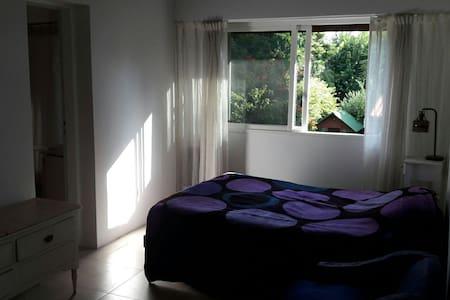 Habitacion en suite con cama doble - Don Torcuato - House