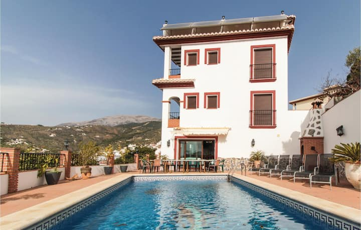 Beautiful home in Canillas de Albaida with WiFi, 4 Bedrooms and Jacuzzi