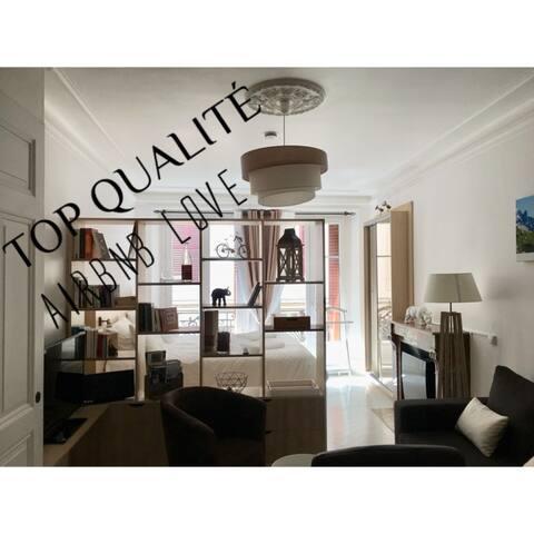 Evian centre historique Rue piétonne «Le National»