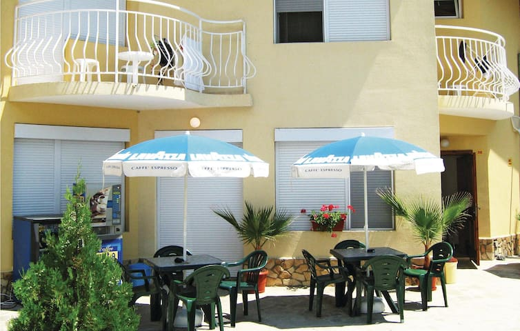 Semi-Detached with 4 bedrooms on 180 m²
