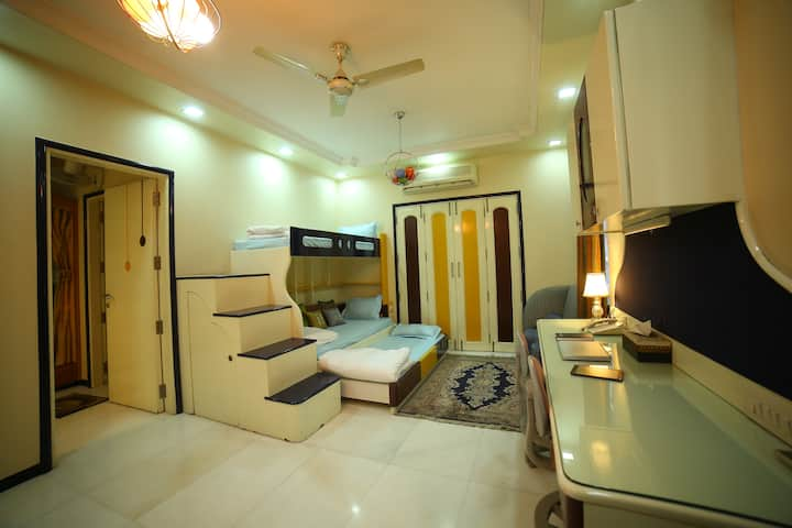Spacious Triple Room w/ Balcony in Jodhpurs Center