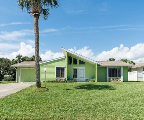 Beautifully Furnished with Florida Flair, Gorgeous Beach Home  4604K