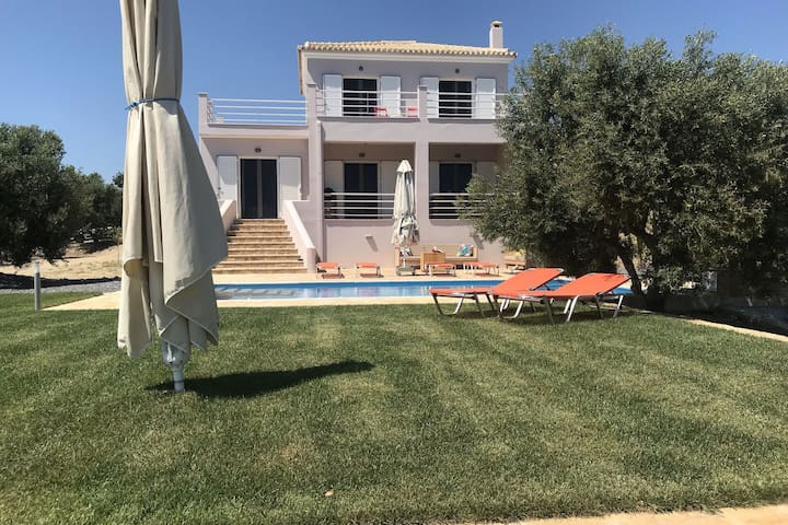 Luxury villa, new, private pool, stunning views valley/sea, Finiki and Kamaria