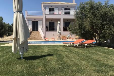 Luxury villa, new, private pool, stunning views valley/sea, Finiki and Kamaria