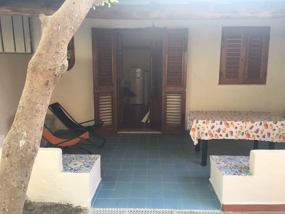 Trivani indipendente con giardino e patio houses for for Patio indipendente casa