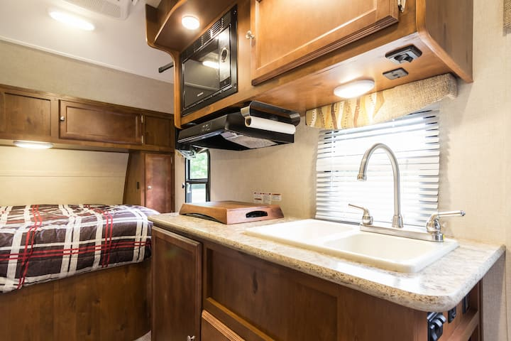 Cozy RV in South End Barrie! - Barrie