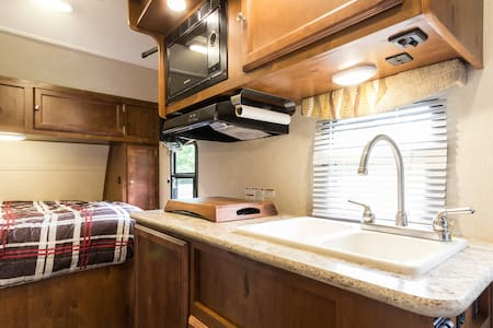 Cozy RV in South End Barrie! - Barrie - 露營車