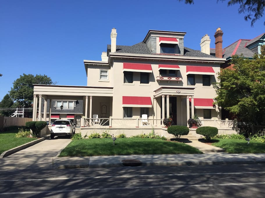 Grand Carriage House Near downtown - Houses for Rent in