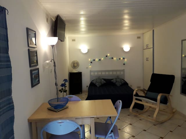 Serignan centre, self contained studio