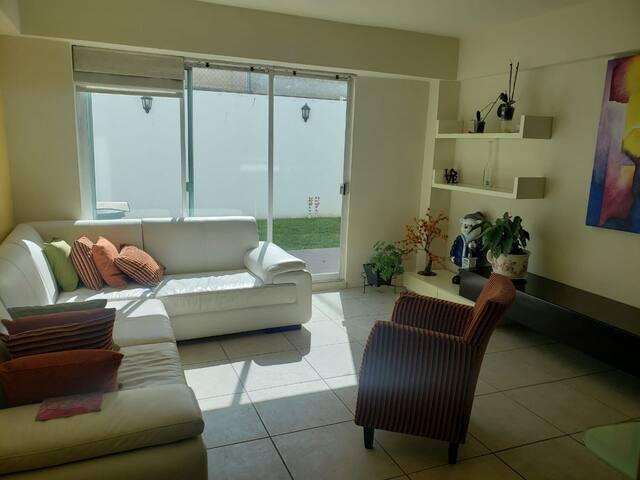 Casa-depa súper cómoda cerca GALERÍAS y AV. JUAREZ