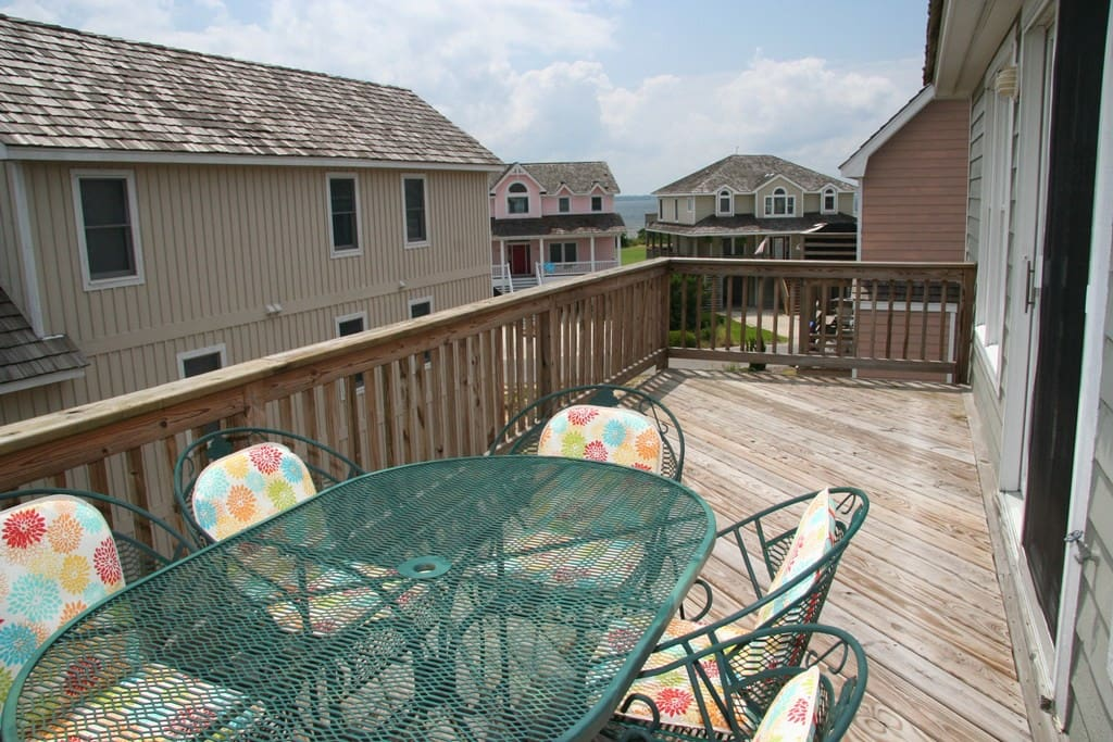 MS32: Family Tee And Sun | Top Level Deck View