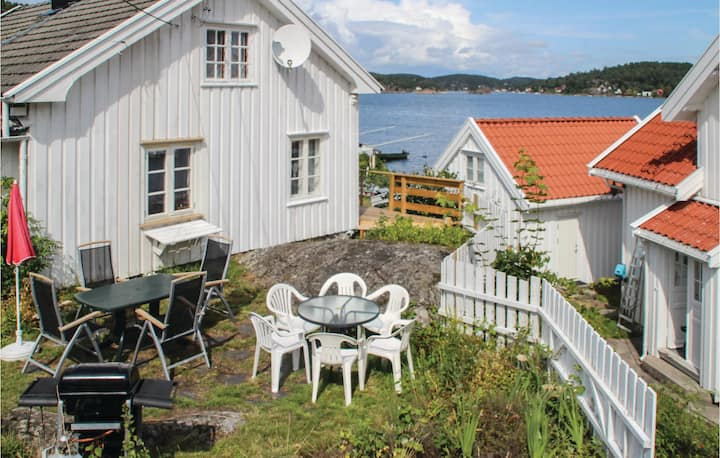 Stunning home in Staubø with 2 Bedrooms