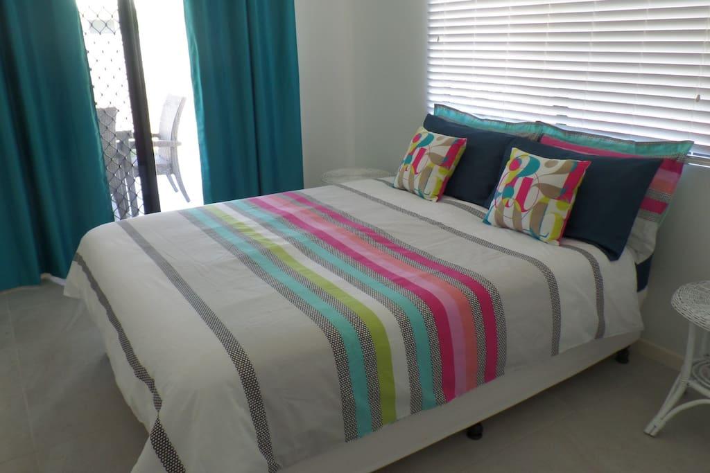 Bedroom 2, Queen Bed, Built in Wandrobe