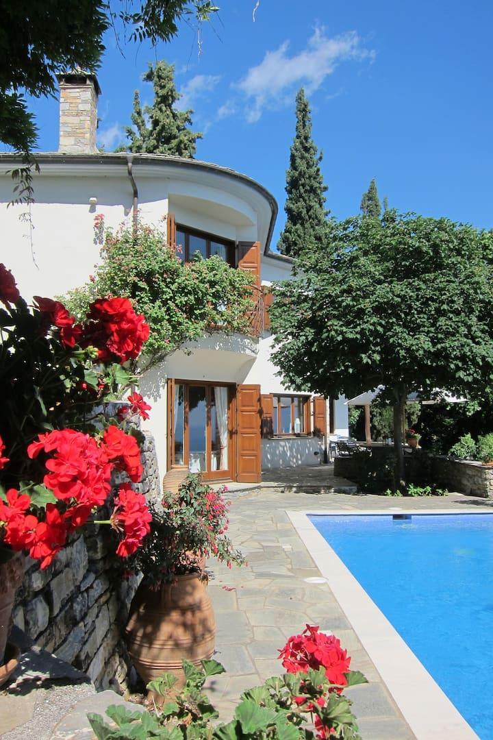 Schöne Villa im Pilionstil bei Portaria