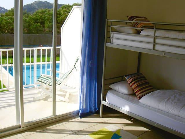 Chambre enfants 1 lit superposé + 1 lit escamotable