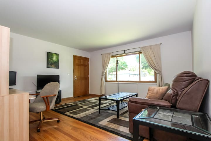 One Bedroom - near Airport - The Sage
