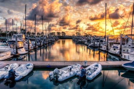 Peaceful Sail Boat - Marina del Rey - Boot