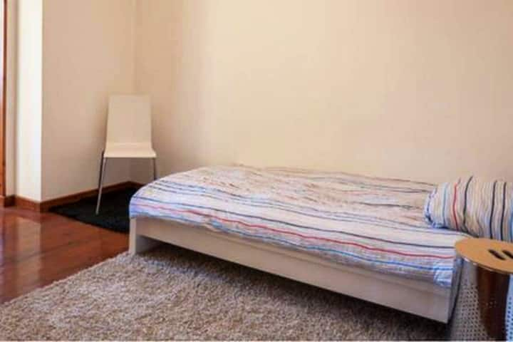 Private ,Clean room near transportation & stores.