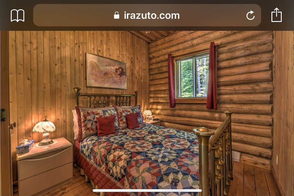 Belle chambre à coucher avec Lit antique en cuivre