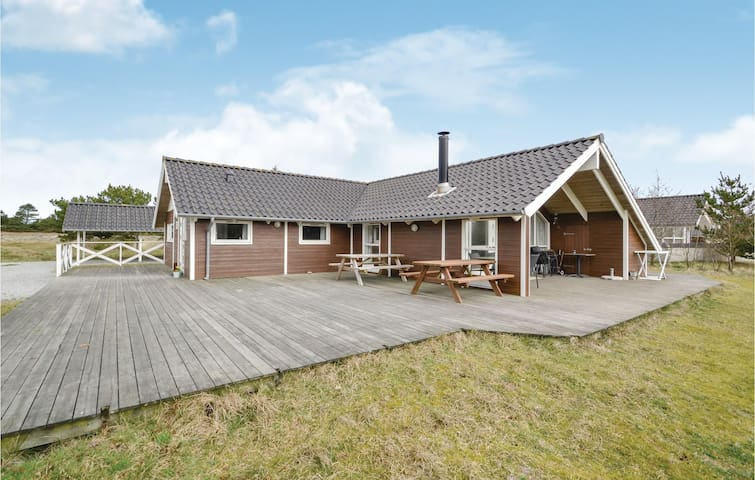 Holiday cottage with 4 bedrooms on 120m² in Fanø