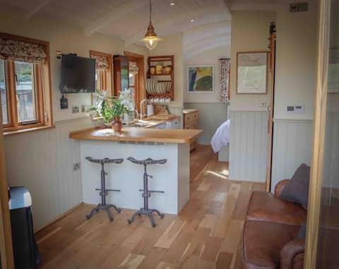 Riverside Shepherds Hut, near Award-Winning Pub