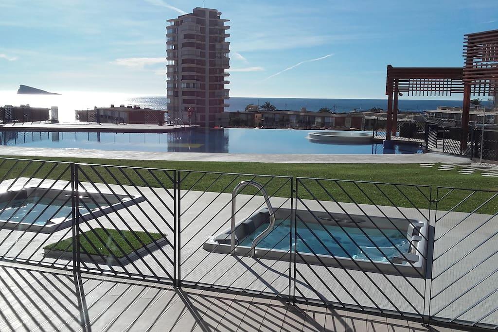 jacuzzis + piscina