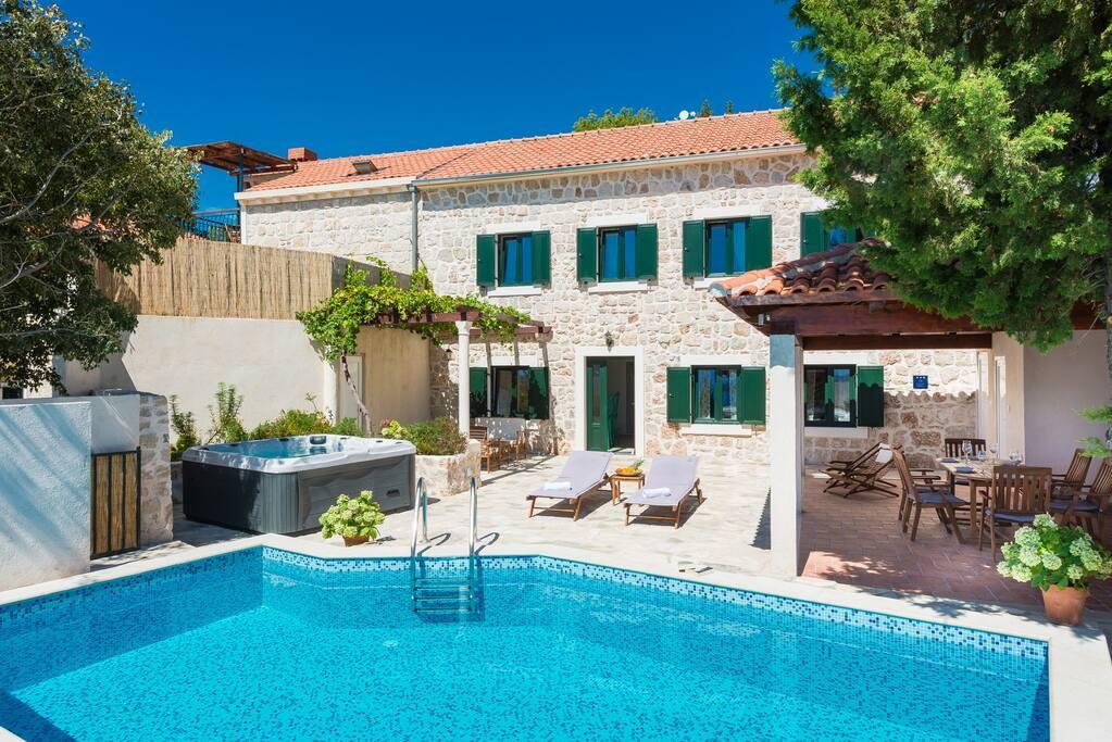Villa&swimming pool